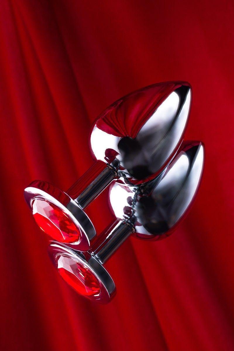 Анальная втулка TOYFA Metal большая, серебристая, с рубиновым кристаллом