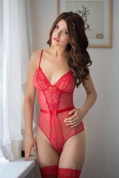 Боди c интимным вырезом SoftLine Collection Linda, красный, S/M
